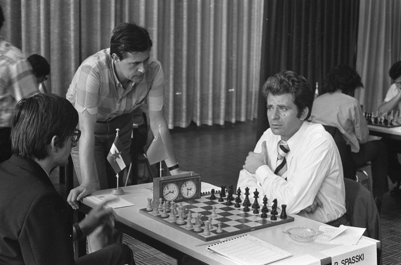 Albin_Planinc_vs._Boris_Spassky_at_the_1973_IBM_international_chess_tournament