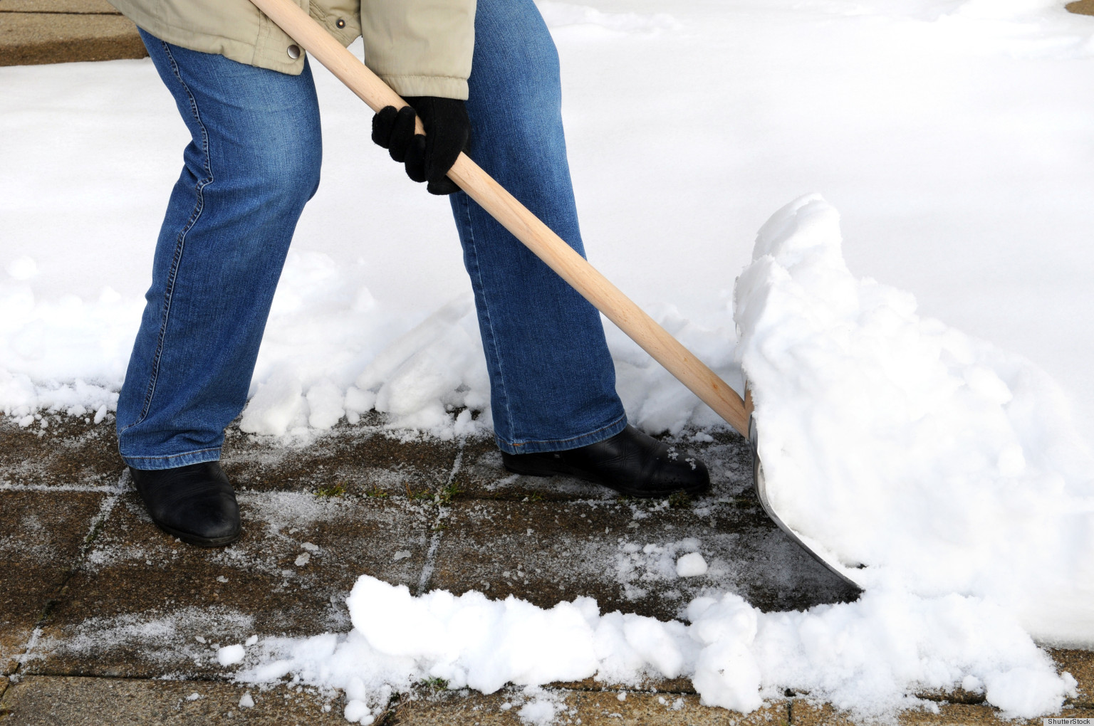 o-EASIEST-WAY-TO-SHOVEL-SNOW-facebook