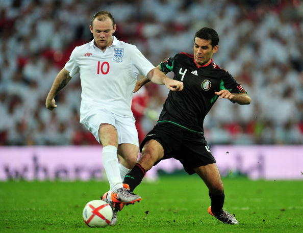 100486044-wayne-rooney-of-england-fights-for-the-ball-with-rafael_crop_exact