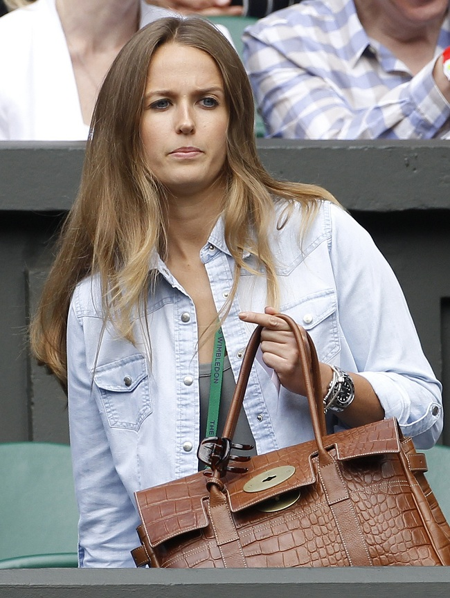 The girlfriend of Andy Murray of Britain Kim Sears arrives on Centre Court for Murray's men's quarter-final tennis match against David Ferrer of Spain at the Wimbledon tennis championships in London July 4, 2012. REUTERS/Stefan Wermuth (BRITAIN - Tags: SPORT TENNIS)