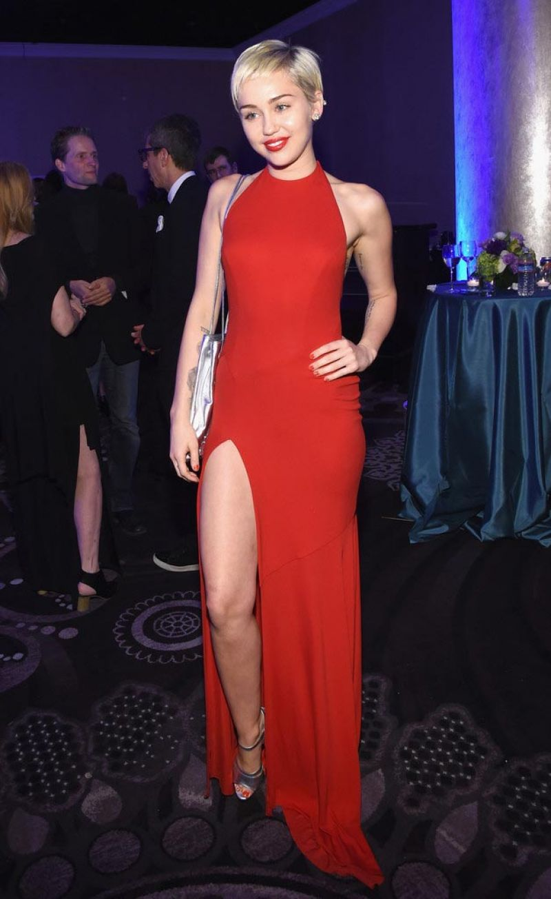 ee38b5d8f64 22 Absolutely Insane Outfit Choices by Miley Cyrus - Page 7 of 22 ...